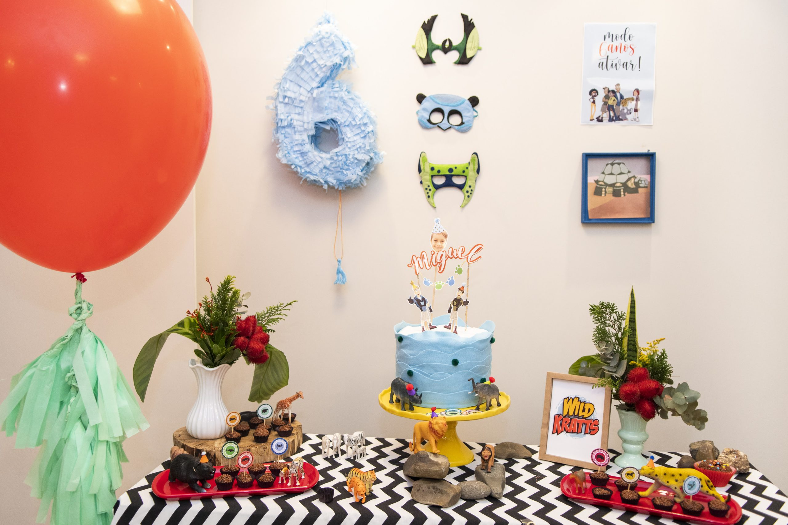 mesa decorada tema Wild Kratts